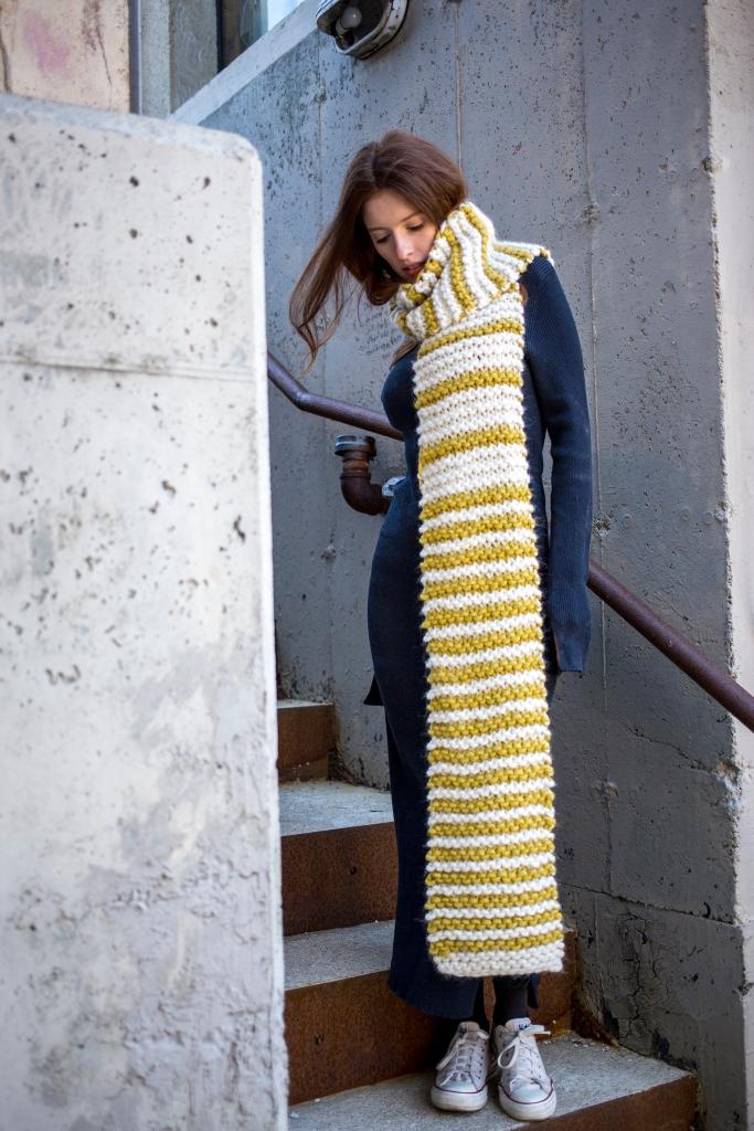 Keiko scarf knitting pattern in Berroco Macro